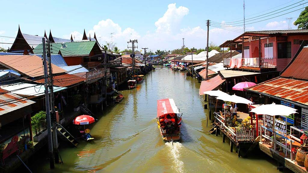 Main canal in Amphawa floating market.