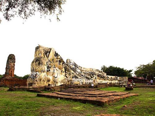 Wat Lokayasutharam, Ayutthaya.