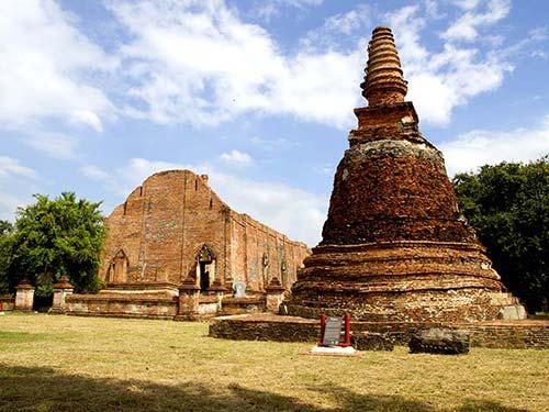 Stupa and vihan of Wat Maheyong, Ayutthaya.