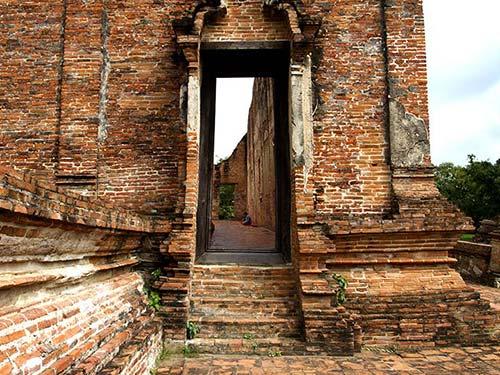Vihan remains in Wat Maheyong, Ayutthaya.