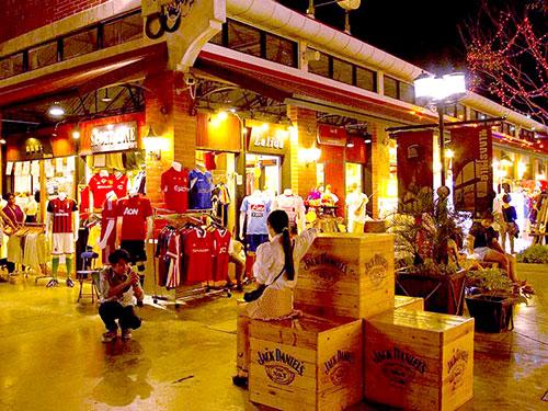 Asiatique the Riverfront mall.