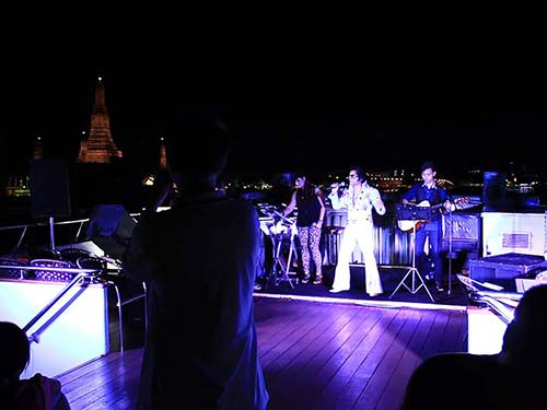 Chao Phraya River Cruise, entertainment onboard.
