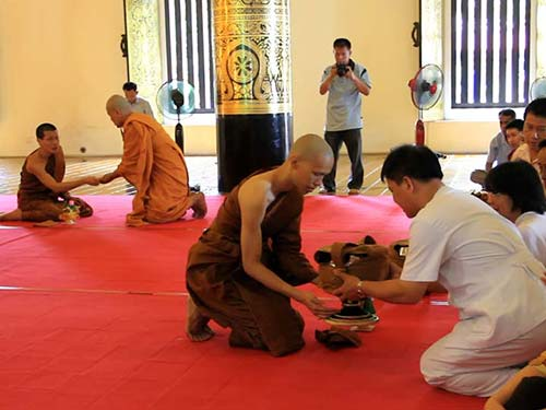 Ordination ceremony, Wat Chedi Luang.