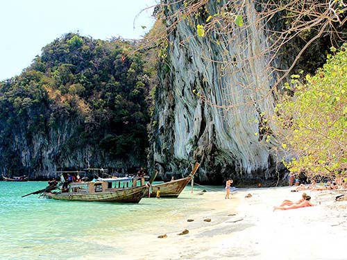 Private tours with a long-tail boat.