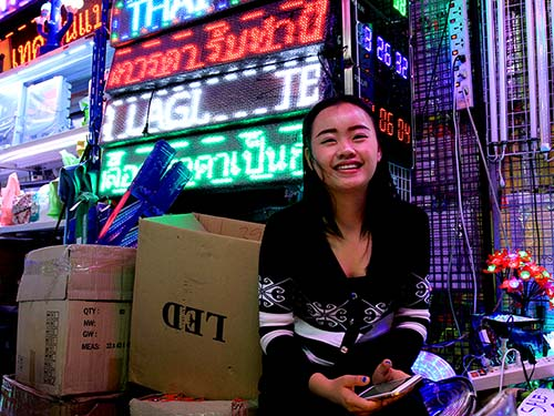 Khlong Thom Flashlight market