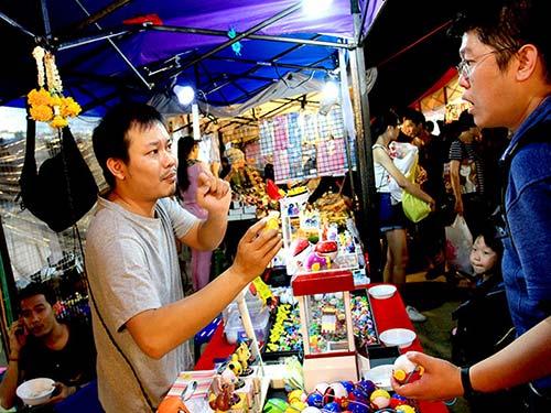 Rod Fai Ratchada market.