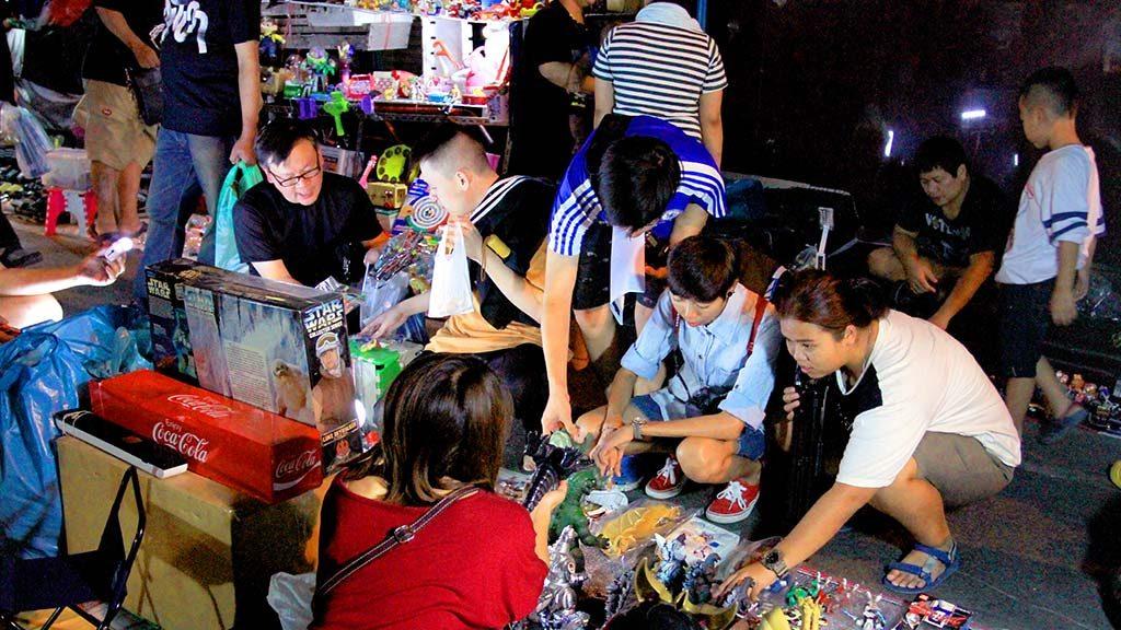 Khlong Thom Flashlight market.
