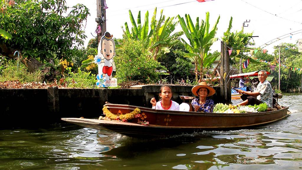 Canal near Lat Mayom floating market.