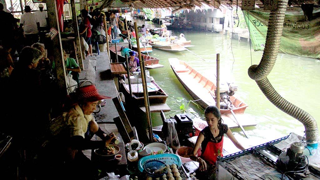 Lat Mayom floating market.