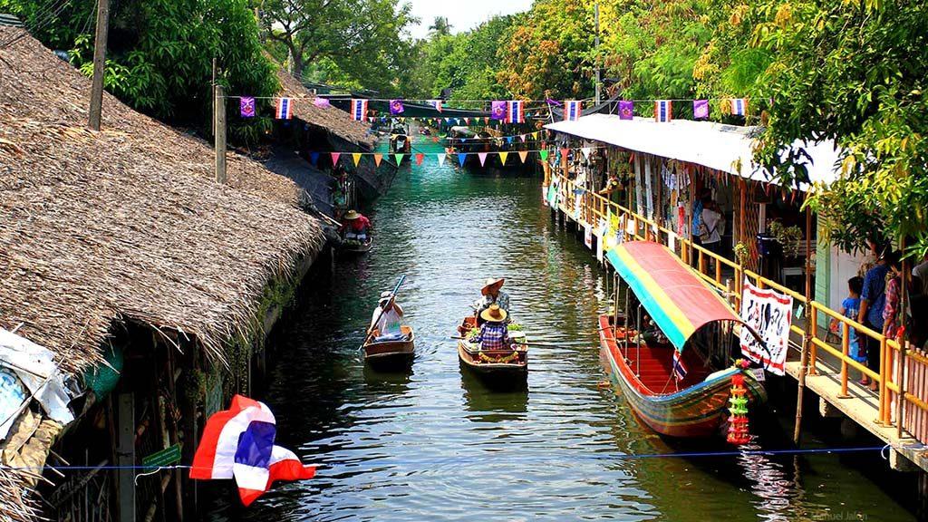 Canal of Lat Mayom floating market