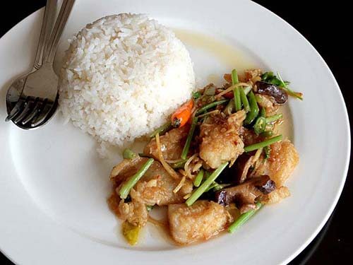 Crispy stir-fried fish with celery leaves with rice.