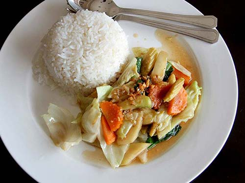 Stir-fried rice with vegetables