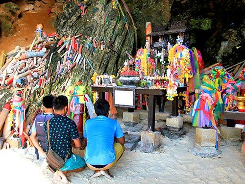 Phra Nang Cave.