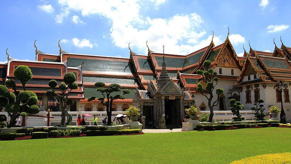 The Phra Maha Monthian Group.