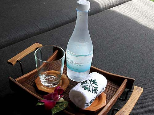 Water and towel for customers.