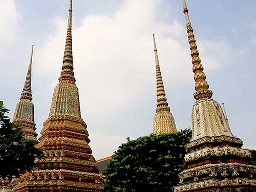 Great stupas in honour of the first kings of the current dynasty..