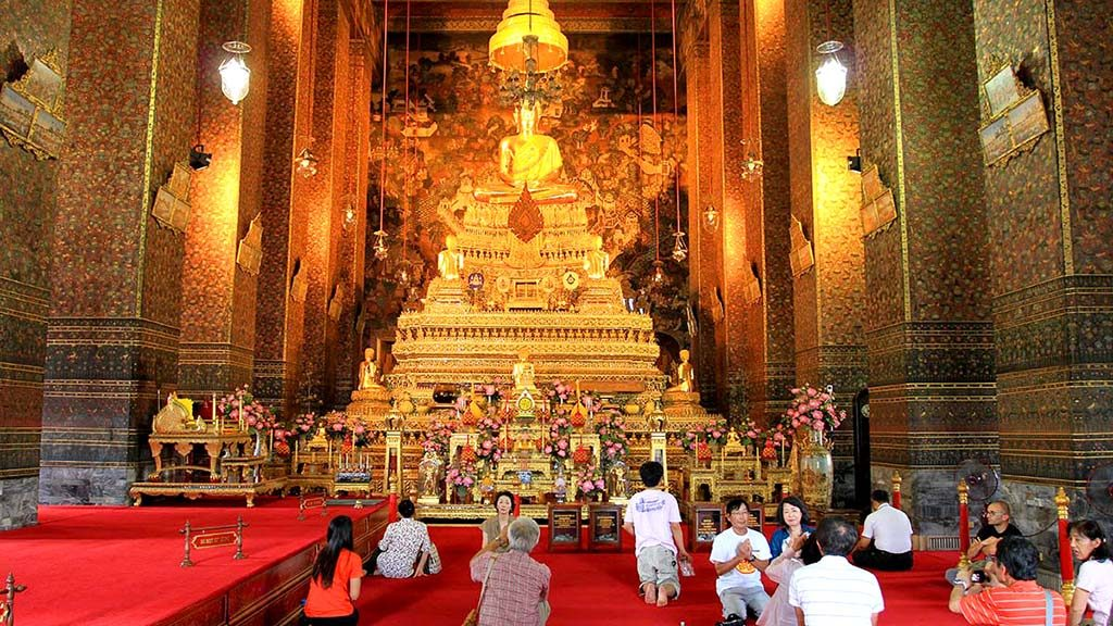 Ordination hall or ubosot, Wat Pho.