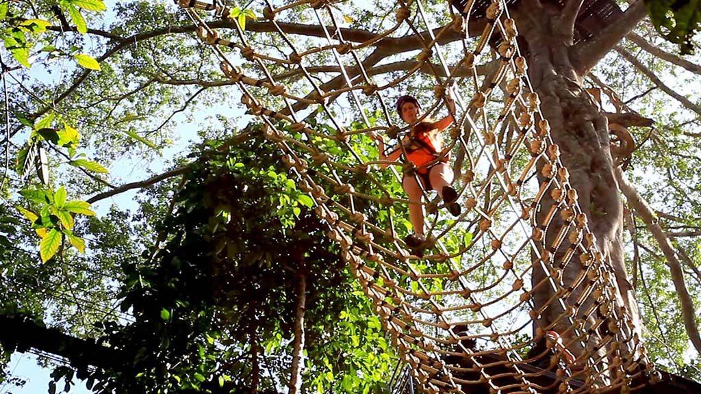 Net of ropes.