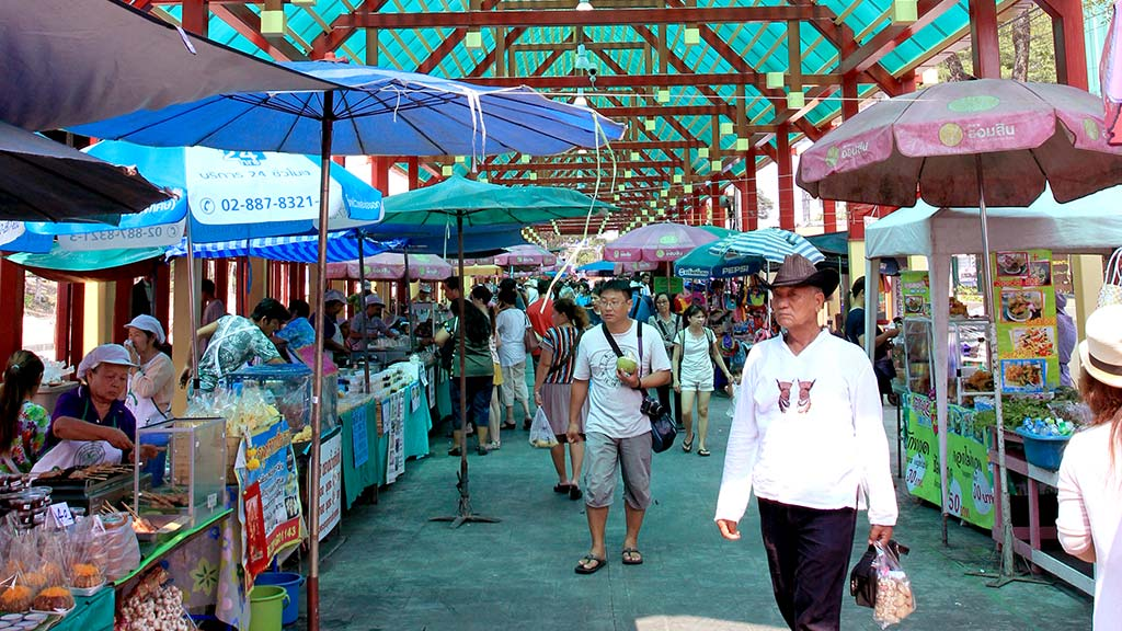 Taling Chan floating market.